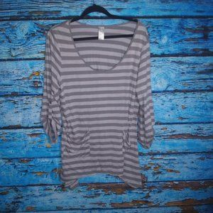 The Chic Tunic Gray Striped Tunic Size 14/16 NWT